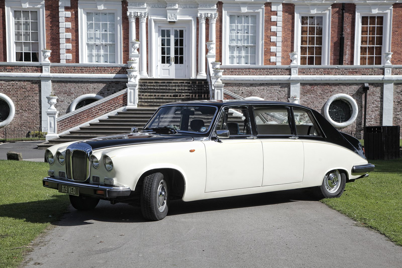 daimler limousine wedding car in liverpool